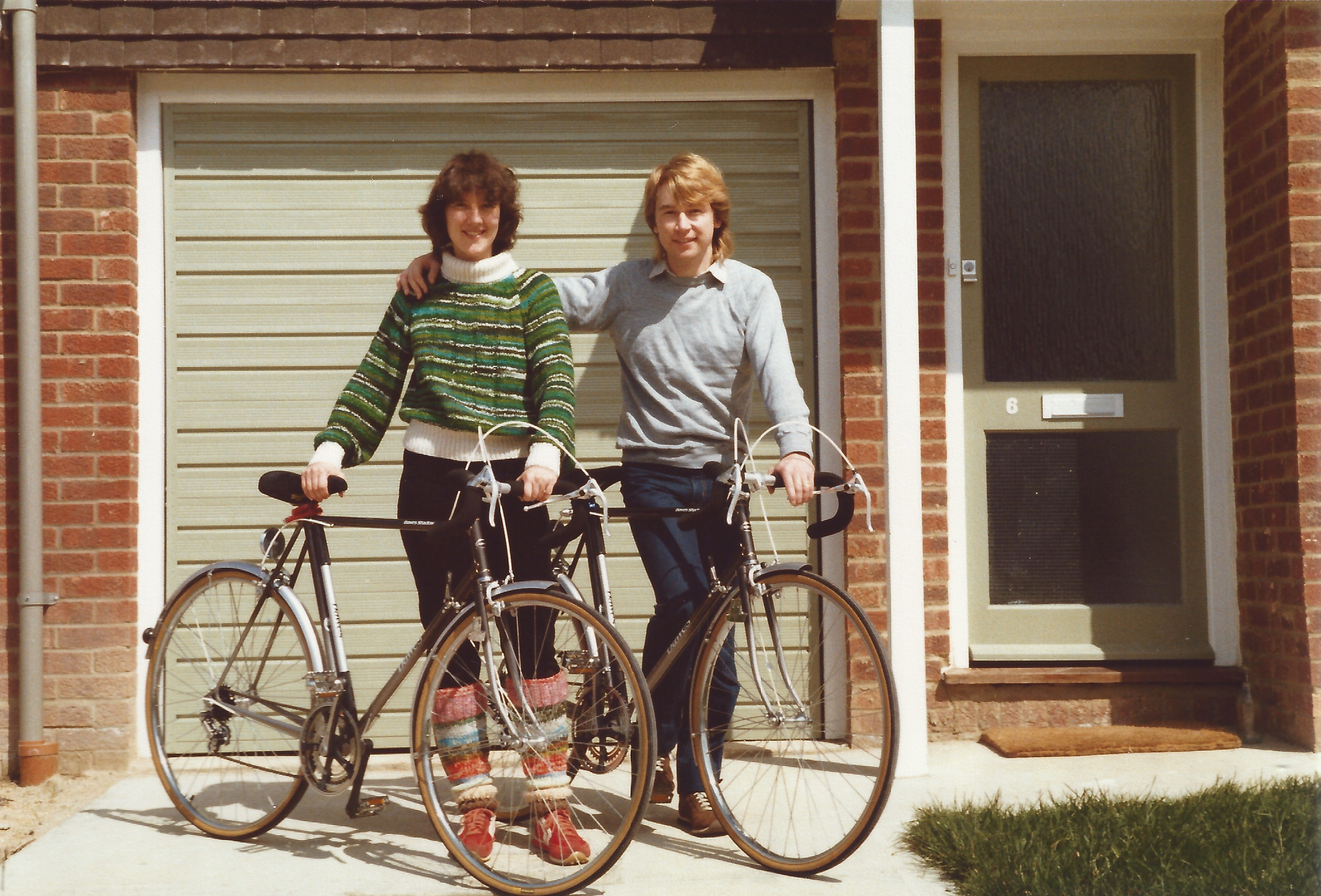 Lynda & Vince with Dawes Shadow bikes