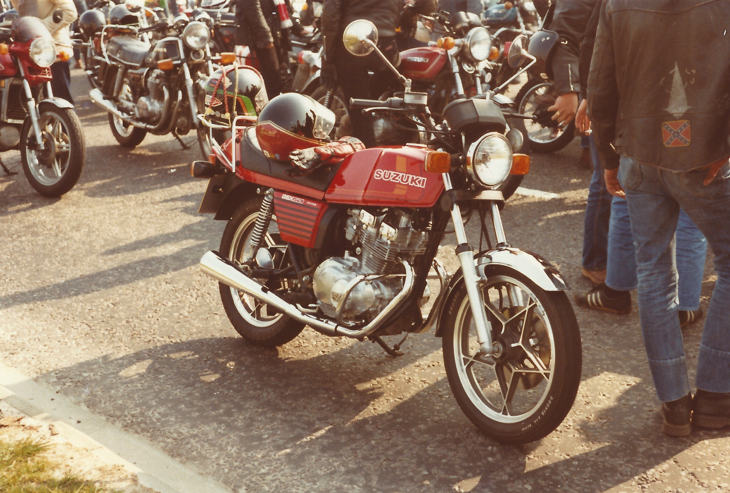 Suzuki GSX250 at MAG Rally front